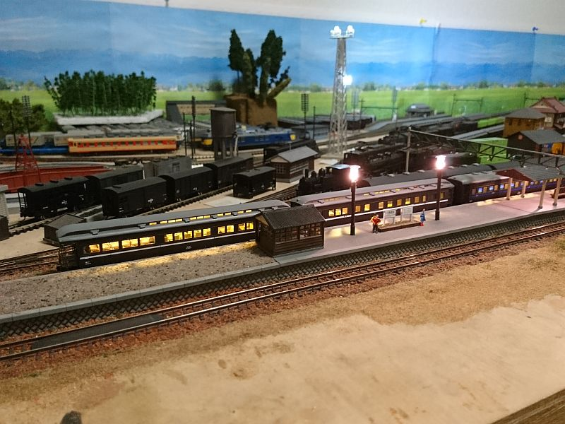 http://ayu2.com/train/trainphoto/181016EF5512.jpg