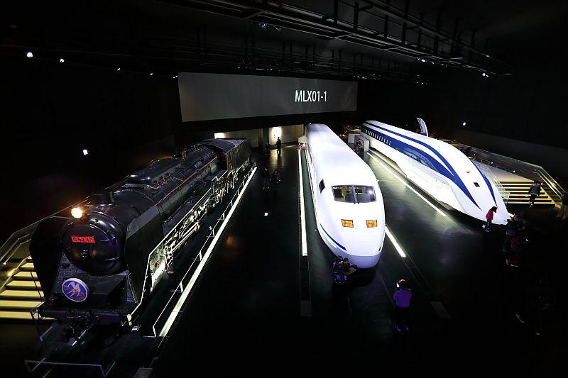 http://ayu2.com/train/trainphoto/181208%E3%83%AA%E3%83%8B%E3%82%A2%E5%8D%9A%E7%89%A9%E9%A4%A8%E3%83%A2%E3%83%8F63029.jpg