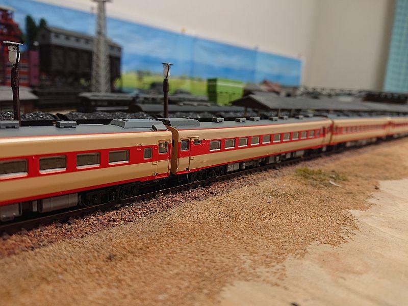 http://ayu2.com/train/trainphoto/201217%E3%82%AD%E3%83%8F56%E6%A8%A1%E5%9E%8B004.jpg